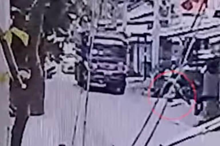 Ταϊλάνδη: Σοκαριστικό βίντεο – Φορτηγό παρασύρει βρέφος οκτώ μηνών