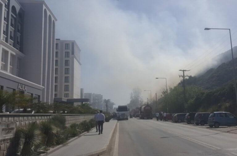 Πανικός από φωτιά απέναντι από μεγάλο ξενοδοχείο της Ρόδου!