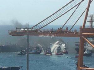 Φωτιά σε πλοίο στη Δραπετσώνα! [pic]