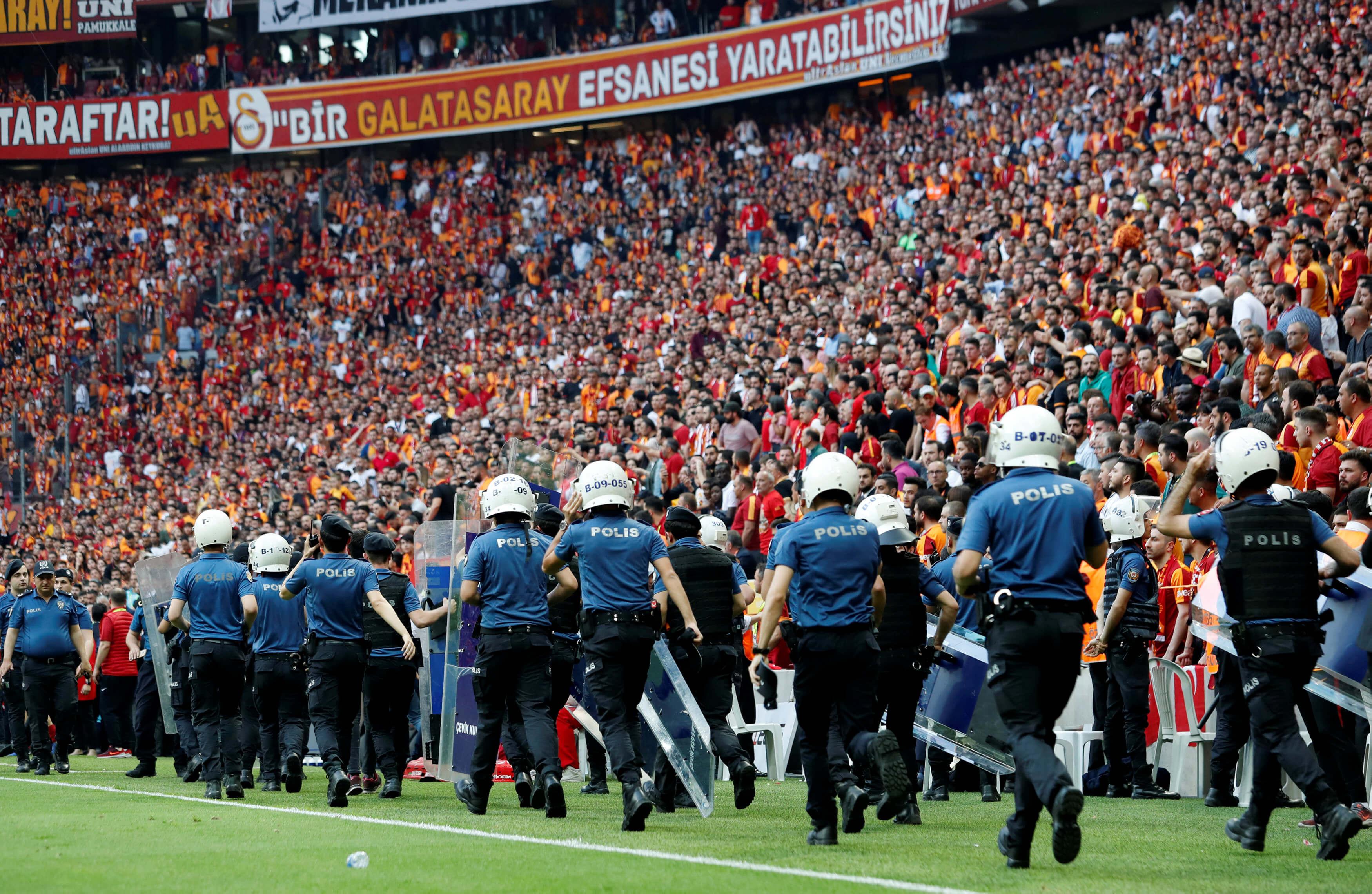 Στην Τουρκία συζητάνε τελικά για διακοπή των πρωταθλημάτων