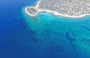 Κορινθία: Η «Γαλάζια Λίμνη» και η βυθισμένη Μυκηναϊκή Πόλη