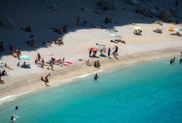 Αυτές οι παραλίες σε Αττική και Θεσσαλονίκη έχουν γαλάζιες σημαίες