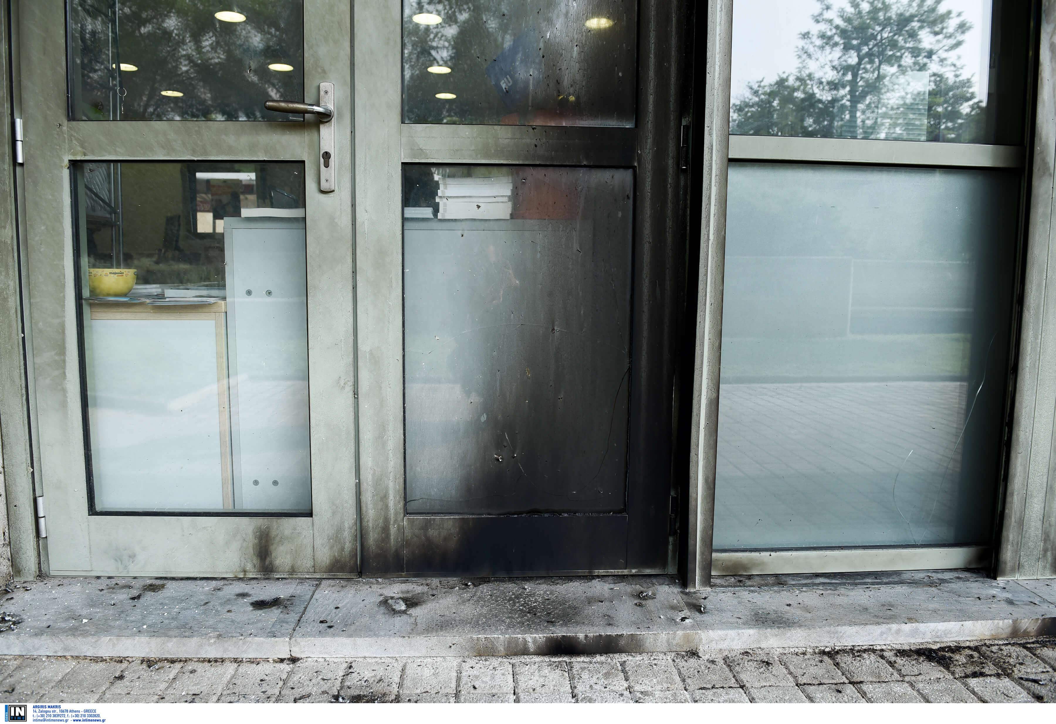Θεσσαλονίκη: Έσκασε γκαζάκι στην είσοδο του δημαρχιακού μεγάρου – Αυτοψία στο σημείο [pics]