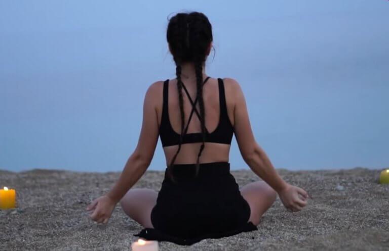 Μύκονος: Τους έδειξε στην παραλία τη νέα τάση – Η κοπέλα που κέντρισε όλα τα βλέμματα – video
