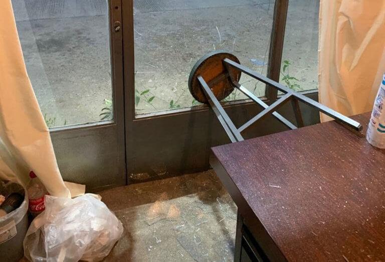 Έσπασαν εκλογικό κέντρο υποψηφίου δημάρχου στη Γλυφάδα [pics]