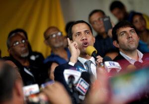 Βενεζουέλα: Κάλεσμα του Γκουαϊδό για μαζικές διαδηλώσεις έξω από στρατιωτικές βάσεις