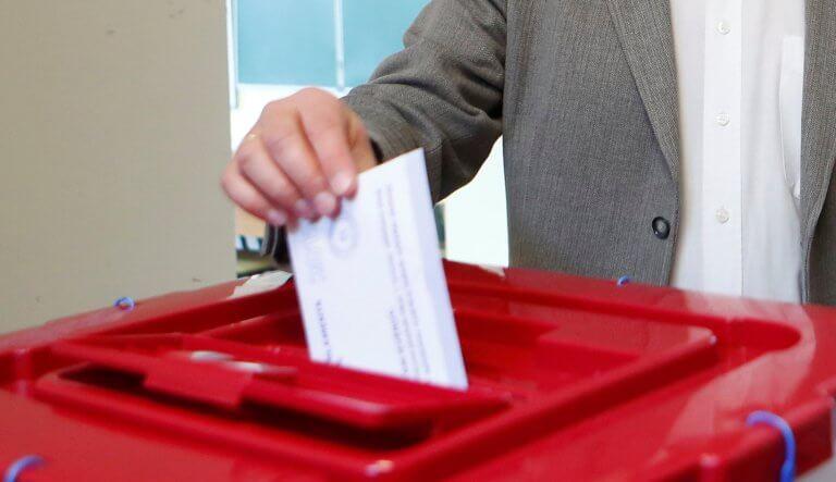 Guardian: Πέντε πράγματα που μάθαμε από τα αποτελέσματα των ευρωεκλογών σε ολόκληρη την Ευρώπη
