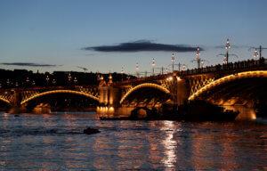 Ουγγαρία: Ψάχνουν ανθρώπινες ψυχές στα παγωμένα νερά του Δούναβη!