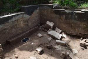 Μυτιλήνη: Στο φως το ιερό της Νεμέσεως στο αρχαίο θέατρο – Η σημασία του για τους μονομάχους!