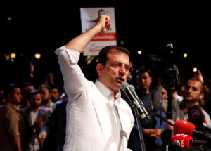 Εκμέρ Ιμάμογλου: Ποιος είναι ο πολιτικός που τολμά να τα «βάζει» με τον Ερντογάν [pics]