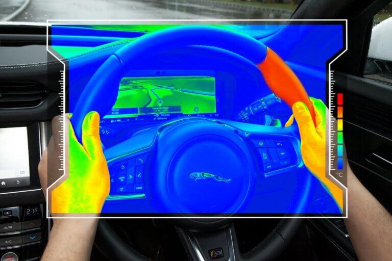 Jaguar Land Rover: Εξελίσσει τιμόνι που στέλνει οδηγίες μέσω θερμότητας [vid]