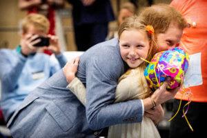 Ο Πρίγκιπας Χάρι πήρε… το πιο γλυκό δώρο!