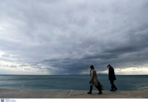 Καιρός: Συννεφιά με παροδικές βροχές και μικρή άνοδος της θερμοκρασίας