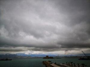 Καιρός σήμερα: Τοπικές βροχές και καταιγίδες – Πρωινές ομίχλες και ισχυροί νοτιάδες