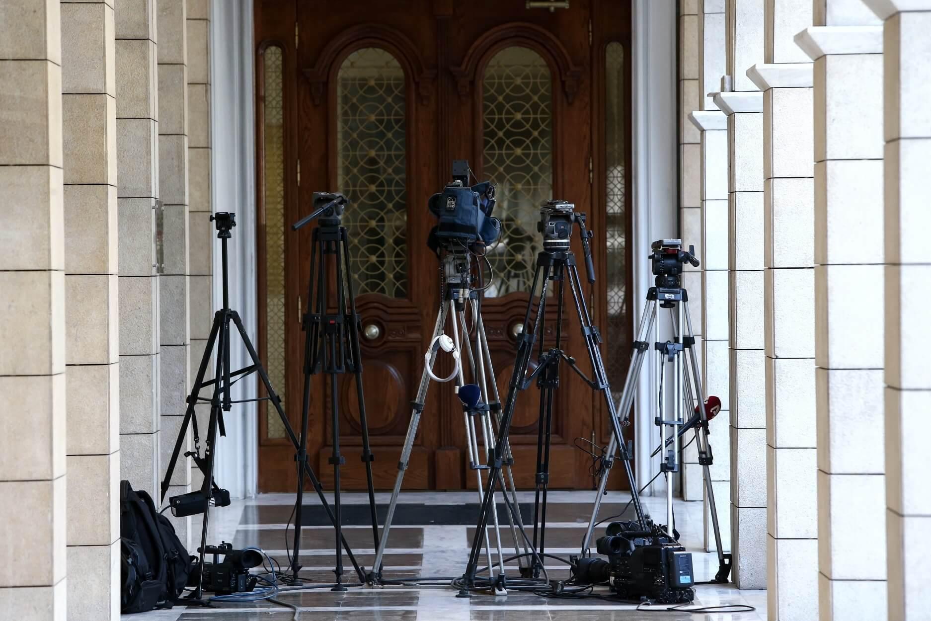 Γραμματέας κόμματος πρωταγωνιστεί σε ταινία | Newsit.gr
