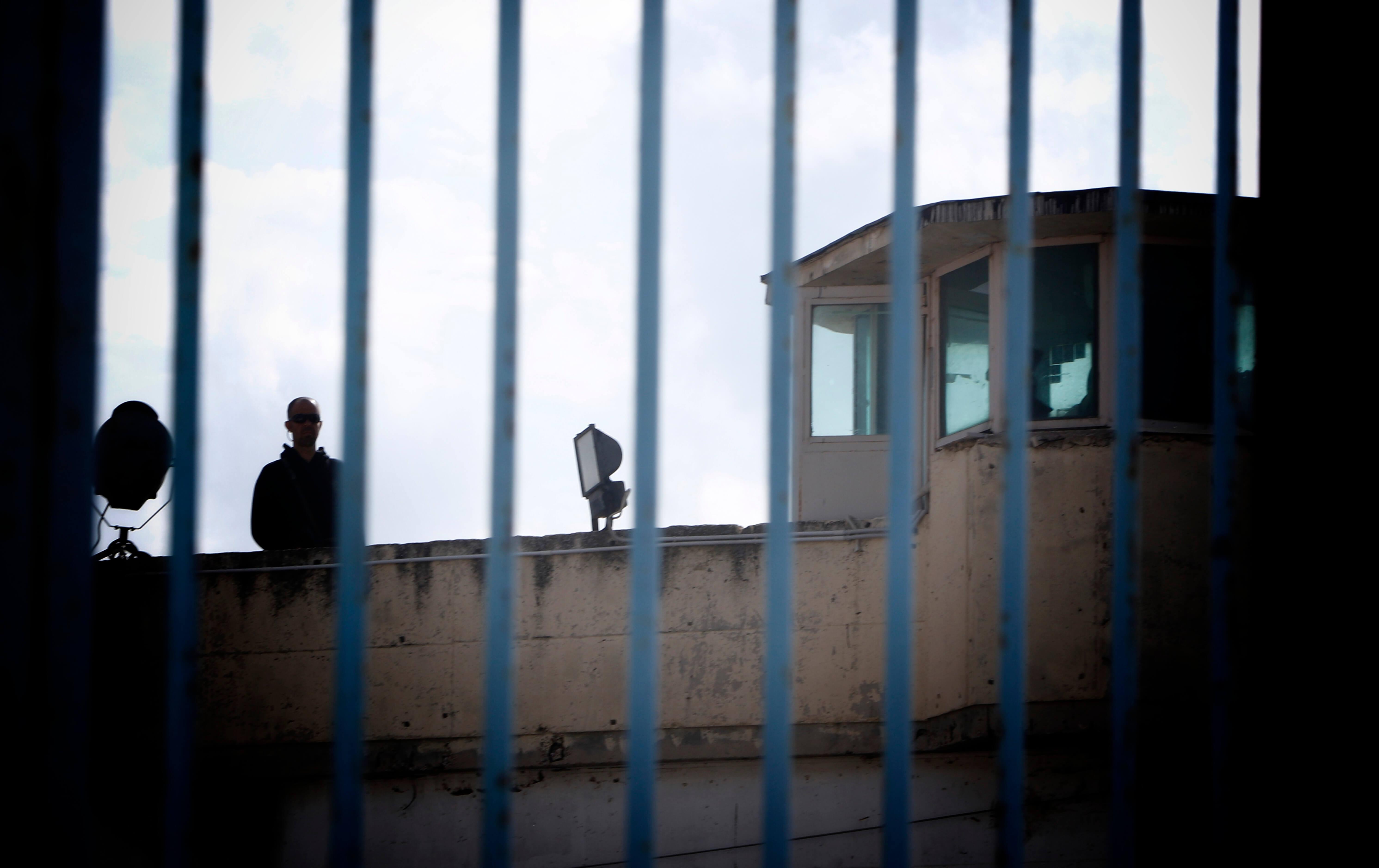 απομάκρυνση φυλακών