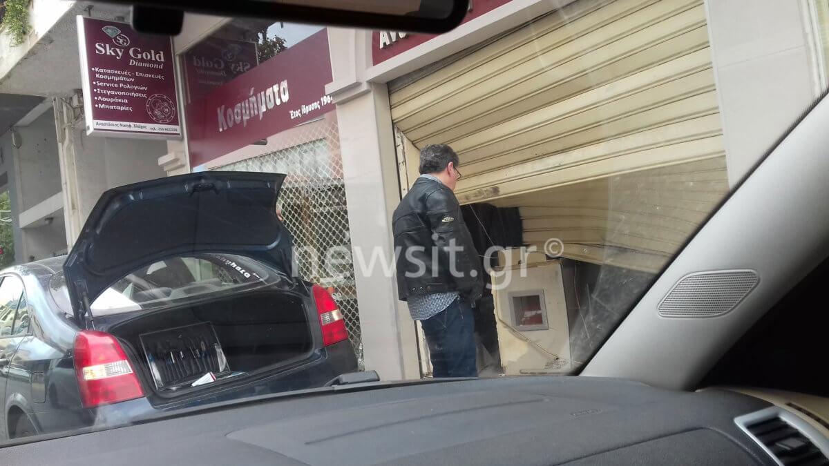 Κορωπί: Έτσι έγινε η κλοπή του κοσμηματοπωλείου – «Βρήκα ένα αυτοκίνητο μέσα στο μαγαζί»