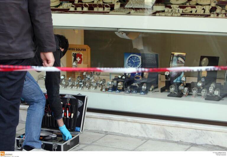 Μπούκαραν με αυτοκίνητο σε κοσμηματοπωλείο στο Κορωπί
