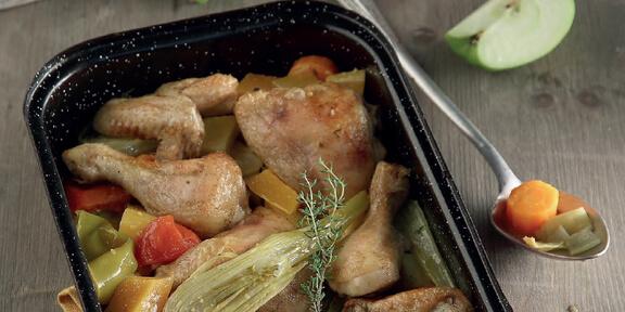 Κυριακάτικο τραπέζι: Κοτόπουλο στιφάδο στη γάστρα