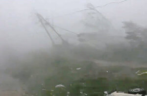 """Στο έλεος του κυκλώνα """"Φάνι"""" η Ινδία! Δυο νεκροί από τους φονικούς ανέμους – video"""