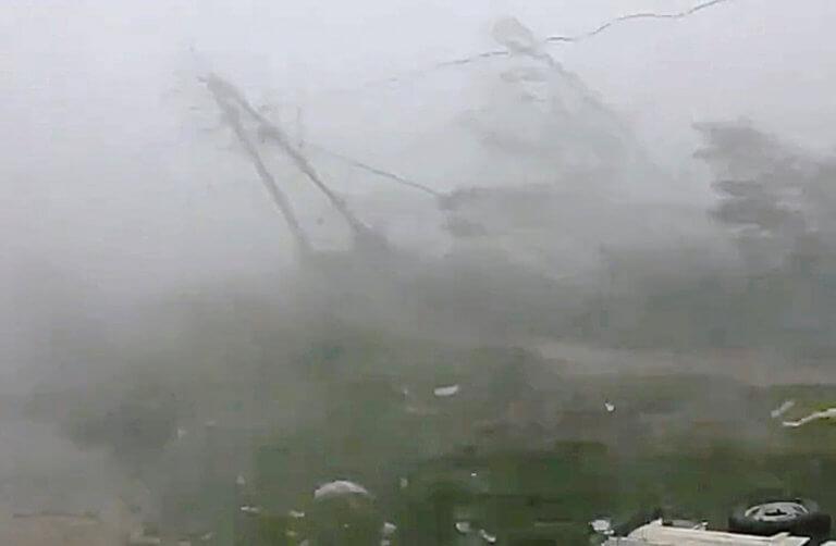 Στο έλεος του κυκλώνα «Φάνι» η Ινδία! Δυο νεκροί από τους φονικούς ανέμους – video