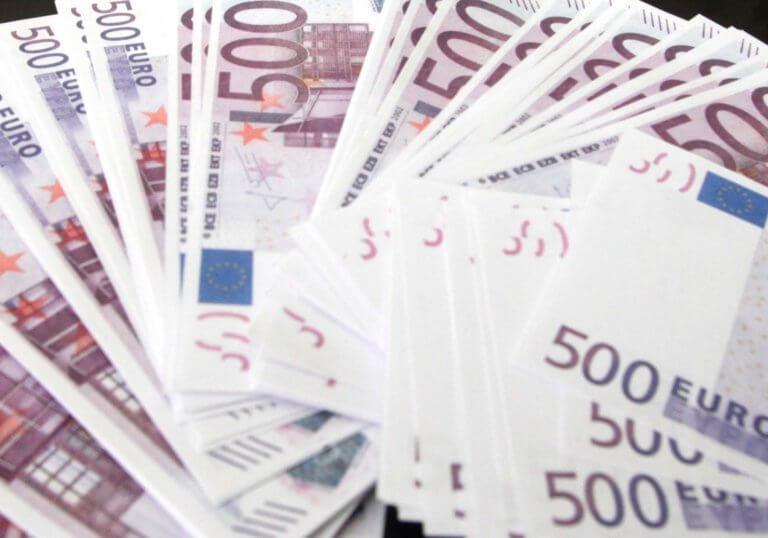 Βρήκε πορτοφόλι με 1.400 ευρώ και το παρέδωσε