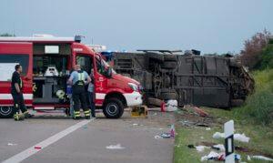 Γερμανία: Ένας νεκρός και 60 τραυματίες σε τροχαίο με λεωφορείο [pics]