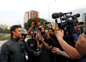 Βενεζουέλα: Ένταλμα σύλληψης κατά του Λεοπόλδο Λόπεζ