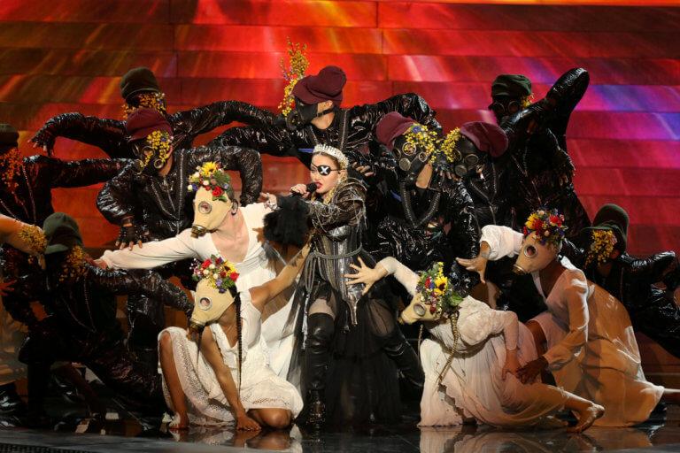 Eurovision 2019: Μαντόνα… καρικατούρα, εμφάνιση παρωδία – Η «Βασίλισσα» είναι γυμνή – video