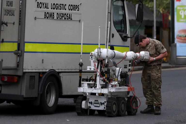 Αστείος… καθόλου! Ανακρίνουν 26χρονο για τις φάρσες για βόμβες στο Μάντσεστερ!