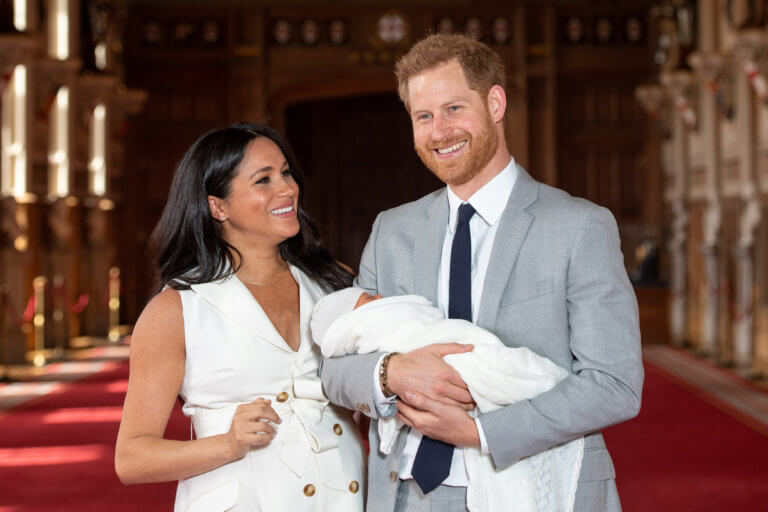 Μέγκαν Μαρκλ: Μόνο… στις φωτογραφίες έχει δει το μωρό το μισό βασιλικό σόι!