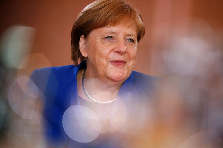 Γιούνκερ: Η ιστορία θα δείξει ότι η Μέρκελ είχε δίκιο για τους πρόσφυγες