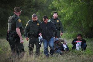 ΗΠΑ: Πάνω από 100.000 παράτυποι μετανάστες συνελήφθησαν στα σύνορα με το Μεξικό τον Απρίλιο