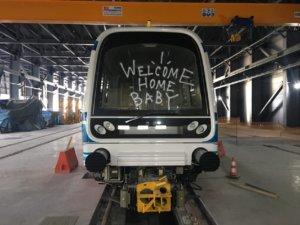 Θεσσαλονίκη: Πιάνουν… δουλειά για να καθαρίσουν τα βαγόνια του Μετρό [pics]