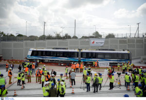 Μετρό Θεσσαλονίκη: Αυτός είναι ο πρώτος συρμός – Τα βαγόνια, οι ταχύτητες και οι ανέσεις [pics, video]