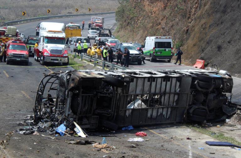 Τραγωδία στο Μεξικό: Τουλάχιστον 21 νεκροί σε τροχαίο με λεωφορείο [pics]