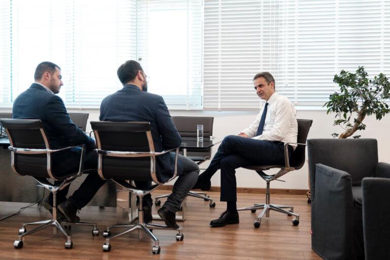 Συνάντηση Μητσοτάκη με υποψήφιους περιφερειάρχες