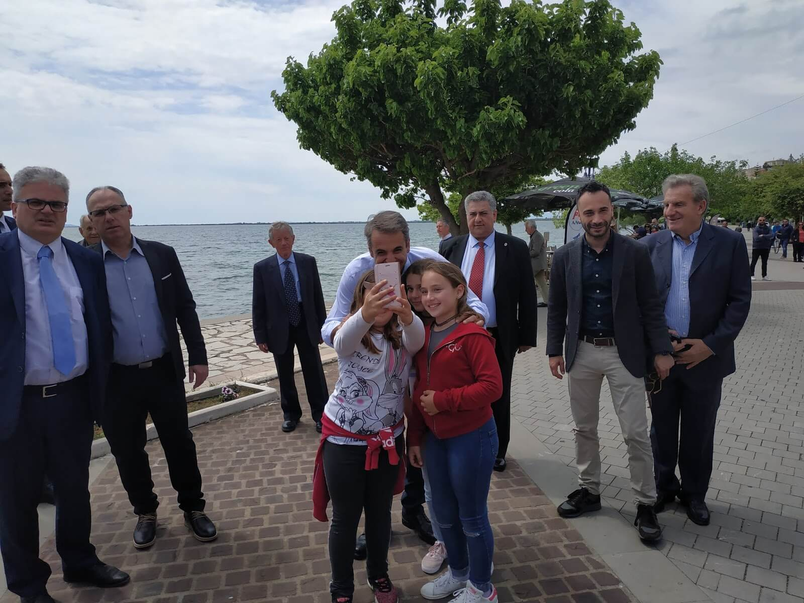 Στο Μενίδι Αιτωλοκαρνανίας ο Κυριάκος Μητσοτάκης: «Κίτρινη η κυβέρνηση - Η λάσπη θα απαντιέται με επιχειρήματα» - video, pics