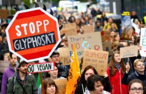 Στοιχεία σοκ για την Monsanto! «Φακέλωμα» σε δημοσιογράφους για καρκινογόνες ουσίες!