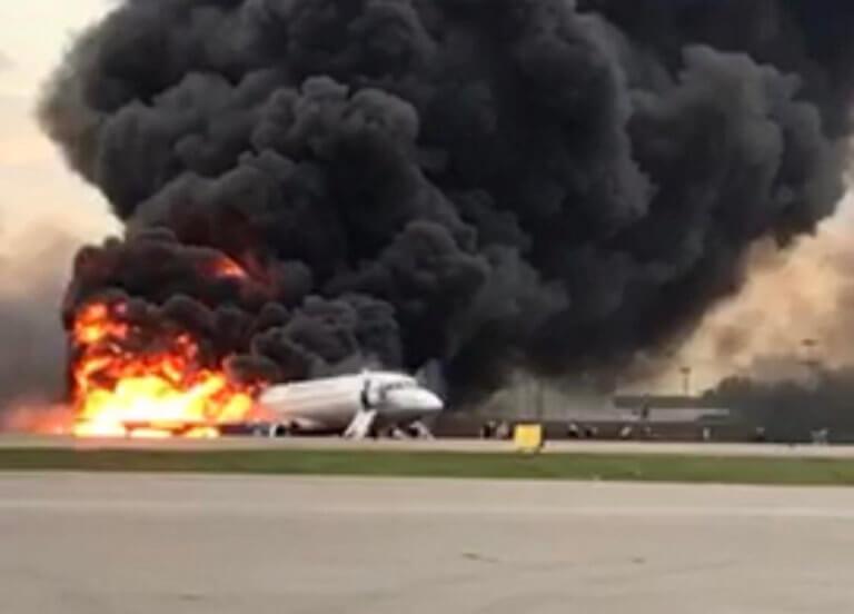 Μόσχα: 13 ψυχές χάθηκαν στην κόλαση φωτιάς – Δύο παιδιά νεκρά στα αποκαΐδια του αεροσκάφους!