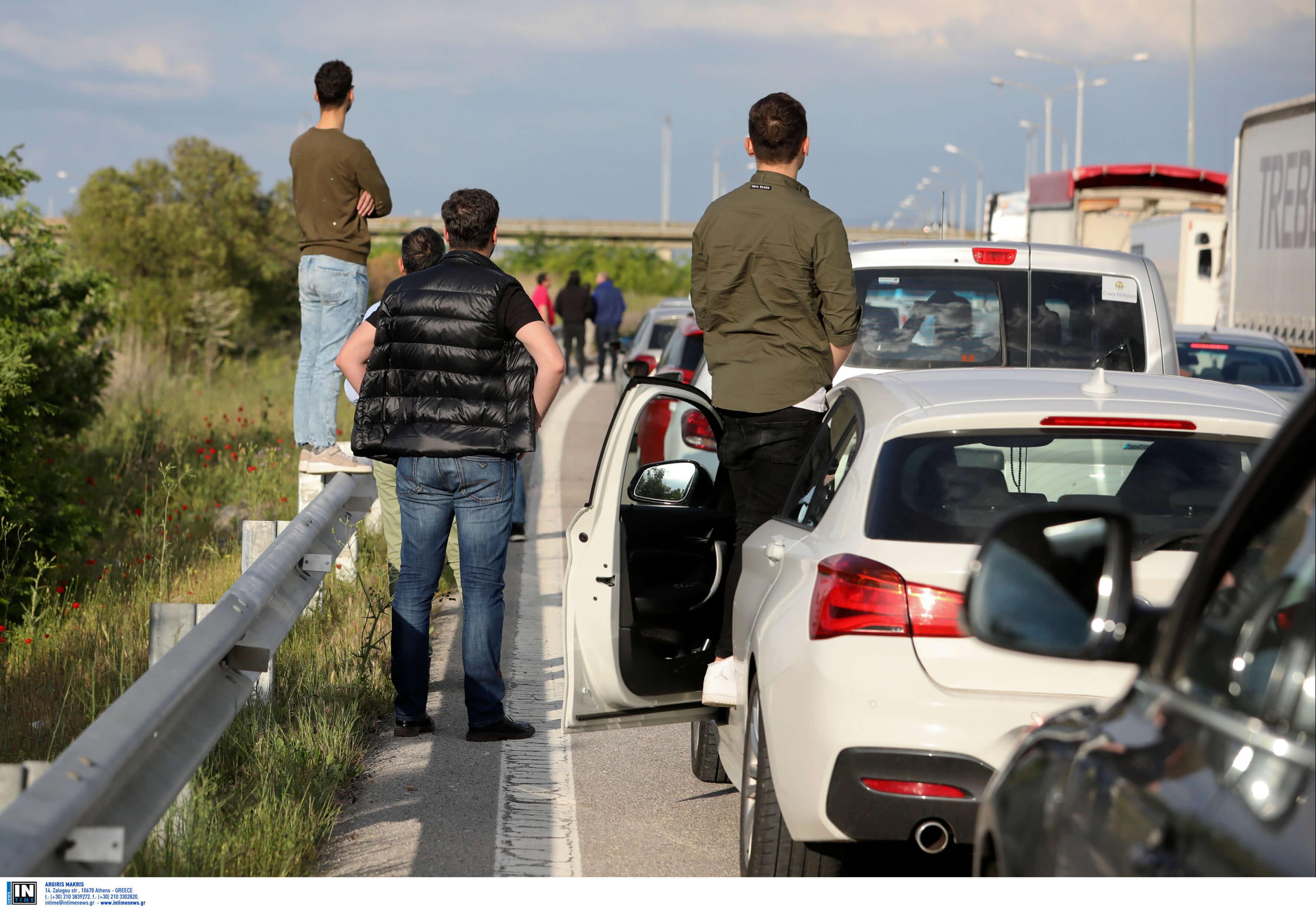 Τρομερό μποτιλιάρισμα πριν τα διόδια των Μαλγάρων [pics]
