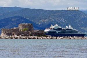 Ναύπλιο: Κοστίζει ακριβά αλλά είναι σκέτη απόλαυση – Το κρουαζιερόπλοιο που έκρυψε το Μπούρτζι