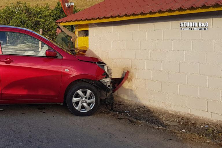 Ναύπλιο: Αυτοκίνητο «καρφώθηκε» σε σπίτι [pics]
