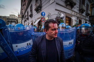 Άγρια επεισόδια στη Νάπολη για τα… μάτια του Σαλβίνι – video
