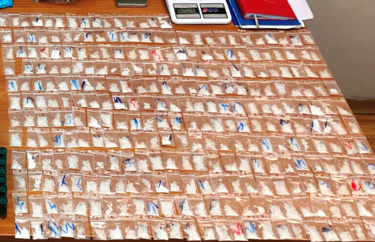 Breaking Bad στην ΑΣΟΕΕ – Χιλιάδες συσκευασίες ηρωίνης, κοκαΐνης και… crystal meth – video
