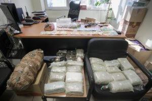 Δυτική Αττική: Αστυνομική επιχείρηση για ναρκωτικά – Τρεις συλλήψεις