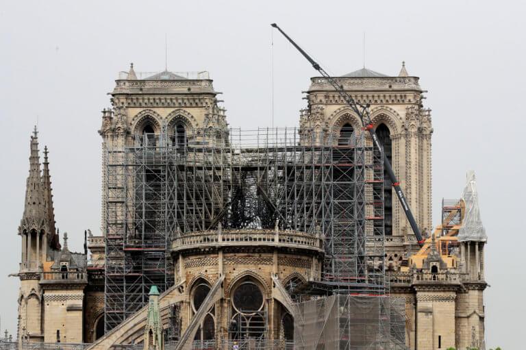 Παναγία των Παρισίων: Οι Γάλλοι θα έχουν λόγο στην ανοικοδόμησή της