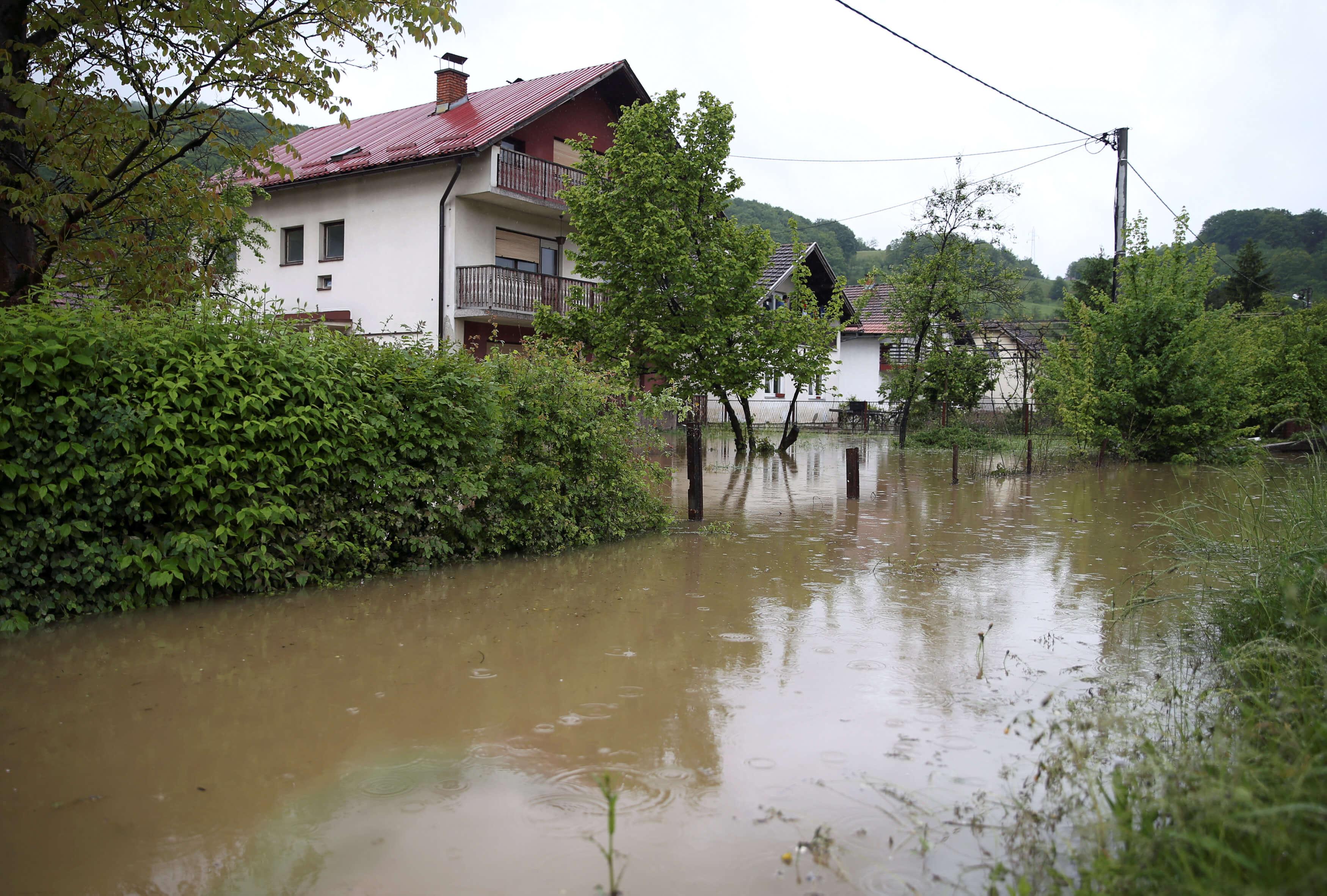 """Βοσνία: Σε κατάσταση έκτακτης ανάγκης η χώρα – """"Σαρώνε锨τα πάντα η σφοδρή κακοκαιρία"""