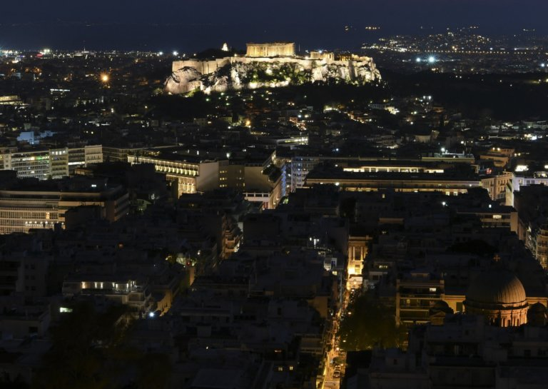 Le Figaro: Συγκλονιστικό αφιέρωμα στην «Αιώνια Αθήνα»!