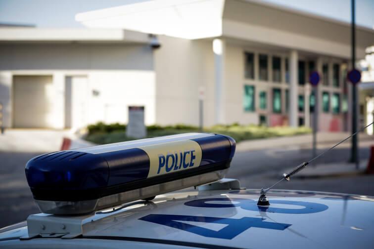 """Καταδρομική επίθεση με μπογιές στο σπίτι του Αμερικανού πρέσβη - """"Παιδαριώδης βανδαλισμός"""" η πρώτη αντίδραση του Πάιατ"""